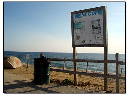 Newcomb Hollow beach sign