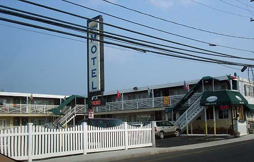 Summer Wind Motel Advertises Beach Houses And Kithenettes Picture Of The Sea Crest Seacrest In Hampton